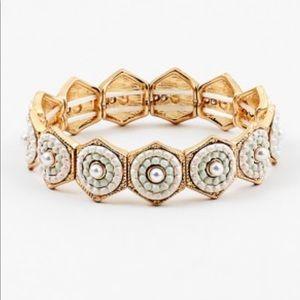 Jewelry - Beaded pearl stretchy bracelet